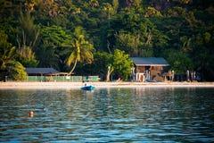 Tropisk strand på den Curieuse ön Seychellerna Fotografering för Bildbyråer