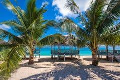 Tropisk strand på kusten av Samoa Arkivbilder