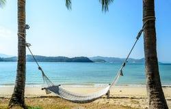 tropisk strandhängmatta Arkivfoto