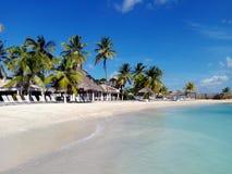 Tropisk strandhimmel och hav Royaltyfria Foton