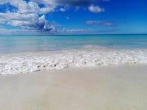 Tropisk strandhimmel och hav royaltyfri fotografi