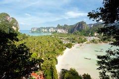tropisk strandliggande arkivbilder