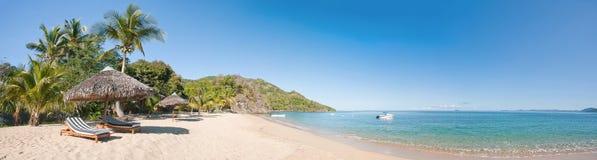 tropisk strandpanorama Fotografering för Bildbyråer