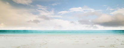tropisk strandpanorama Royaltyfri Fotografi