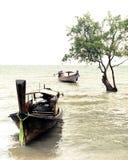 Tropisk strandsikt i tappningstil Havlandskap med thailändskt Royaltyfri Bild