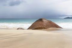 Tropisk strandsikt på Anse Lazio, Seychellerna Arkivfoto