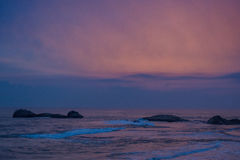Tropisk strandsikt under solnedgång Royaltyfri Foto