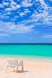 tropisk strandstol Arkivfoton