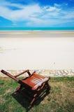 tropisk strandstol Royaltyfri Foto