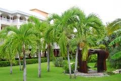 tropisk trädgårds- semesterort Arkivbilder