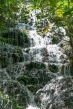 Tropisk vattenfall i Mexico Arkivfoto