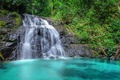 Tropisk vattenfall i skogen och berget, Ton Chong Fa i Khao Lak Phangnga söder av Thailand buskar f?rdunklar gr?na horisontaltree royaltyfri fotografi