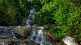 Tropisk vattenfalltimelapse lager videofilmer