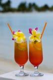 Tropiska coctailar tjänade som utomhus- i den Aitutaki lagunkocken Island Royaltyfria Bilder