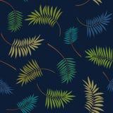 Tropiska färgrika palmblad på mörkret - blå bakgrund Moderiktig sömlös modell för vektor royaltyfria bilder