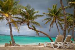 Tropiska ferier lyxig semesterort på stranden Arkivbild