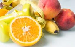 Tropiska frukter med en flaska Royaltyfri Fotografi