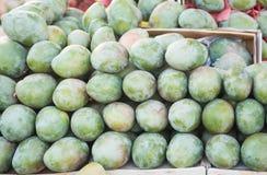Tropiska frukter på marknaden i Egypten Arkivfoton