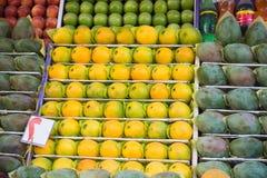 Tropiska frukter på marknaden i Egypten Royaltyfri Foto