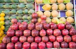 Tropiska frukter på marknaden i Egypten Fotografering för Bildbyråer
