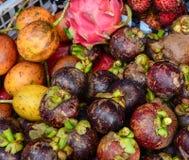 Tropiska frukter som är till salu i den Gili Meno ön, Indonesien Arkivfoton