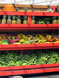 Tropiska fruktsäljarehyllor Royaltyfri Fotografi