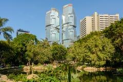 Tropiska Hong Kong Park i staden av Hong Kong Royaltyfri Fotografi