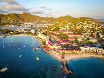 Tropiska semesterorter som byggs på kustlinjen i St Martin Royaltyfri Fotografi