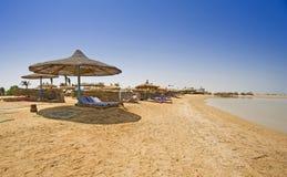 tropiska strandett slags solskydd Royaltyfri Fotografi