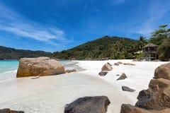 tropiska strandstenblock Arkivbild