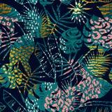 Tropiska växter för moderiktig sömlös exotisk modell, djurtryck och hand drog texturer Royaltyfria Bilder