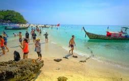 Tropiskt begrepp för semesterferiestrand turist- koppla av på Bea Arkivfoto