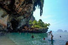 Tropiskt begrepp för semesterferiestrand turist- koppla av på Bea Arkivbilder