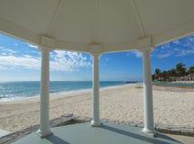tropiskt bröllop för strandgazebo Royaltyfria Bilder