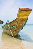 tropiskt för lång svan för strandfartyg traditionellt Arkivbild