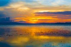 Tropiskt hav för solnedgång Arkivfoto