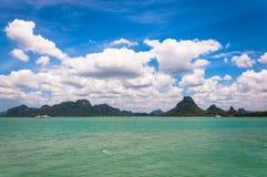 Tropiskt hav och kust nära Koh Samui Arkivbilder