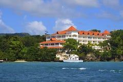 Tropiskt hotell i den Samana ön fotografering för bildbyråer