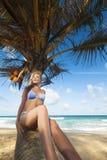 tropiskt kvinnabarn för strand Arkivfoto