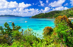 Tropiskt landskap - hisnande Praslin ö, Seychellerna Arkivfoton