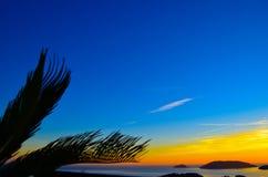 Tropiskt landskap på solnedgången på Italien Arkivfoton