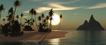 Tropiskt landskap, strand med palmträd på solnedgången Royaltyfri Fotografi