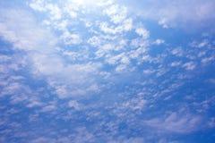 Tropiskt moln för blå himmel, abstrakt molnbakgrund, skyscape Arkivbilder