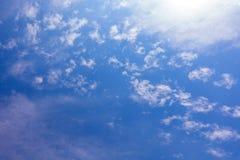 Tropiskt moln för blå himmel, abstrakt molnbakgrund, skyscape Royaltyfria Bilder