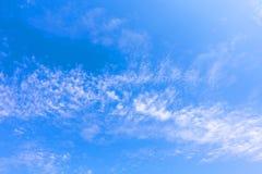 Tropiskt moln för blå himmel, abstrakt molnbakgrund, skyscape Arkivfoton