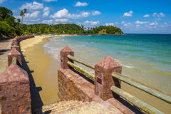 Tropiskt paradis på ön av Frades i fjärden allra Sain arkivbild