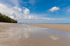 Tropiskt strandhav, sand och sommardag Royaltyfria Foton