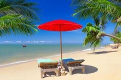 Tropiskt strandlandskap i Thailand Royaltyfria Foton