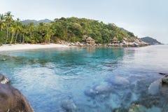 Tropiskt strandparadis för asiatisk solnedgång i Thailand Royaltyfria Foton