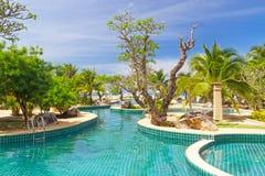 Tropiskt trädgårds- landskap i Thailand Royaltyfri Foto